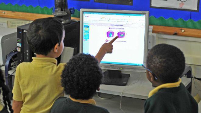 Компьютеры в школах не улучшают успеваемости —