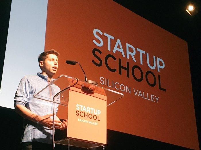 Стартап-акселератор YCombinator открыл регистрацию на бесплатные образовательные онлайн-курсы Startup School.
