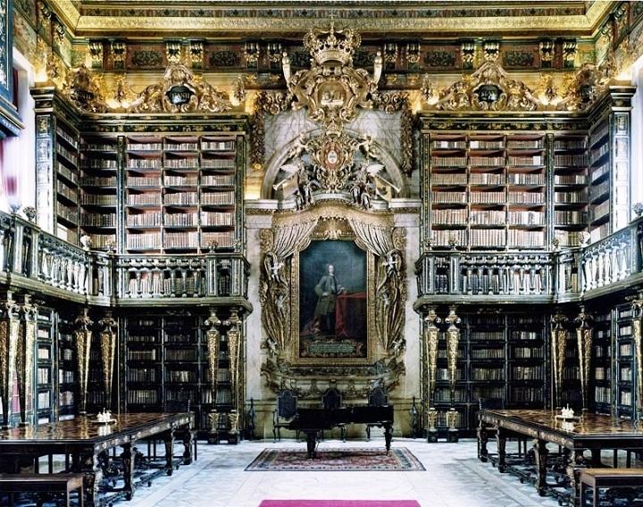 Сжигая современную версию Александрийской библиотеки